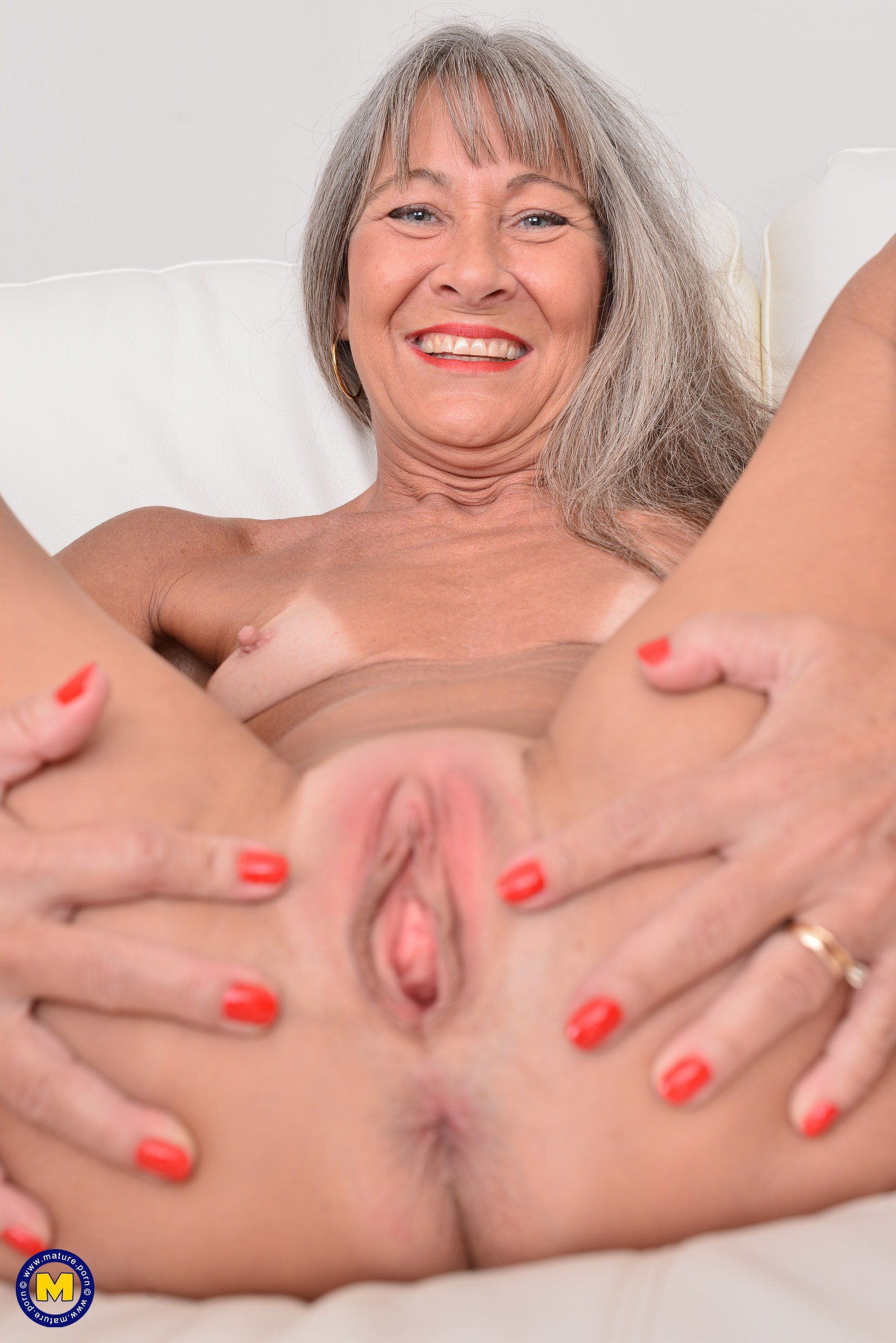 Old woman juicy pussy